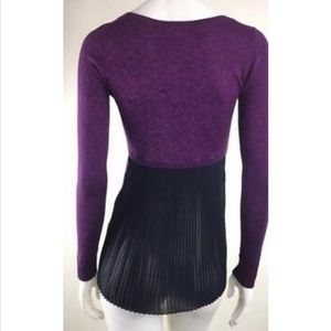 Cute sweater with back pleats